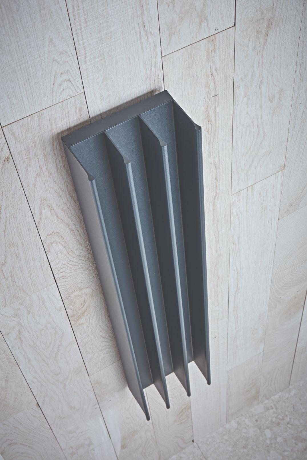 heated towel warmer goes vertical
